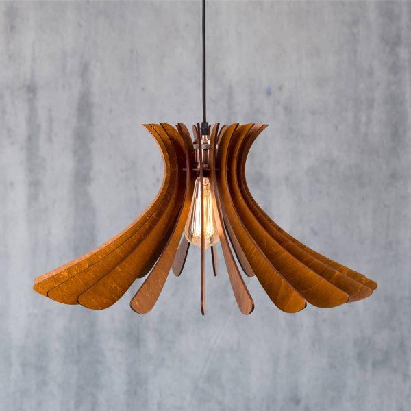 Lustre din lemn handmade 100% produsa in Romania. Alege dintr-o gama variata de lustre rustice din lemn