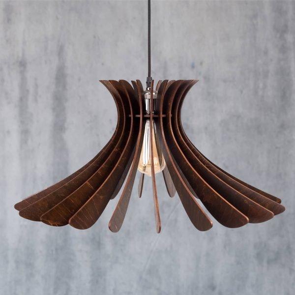 lustrawenge - 1 - noaLustra din lemn handmade 100% produsa in Romania. Alege dintr-o gama variata de lustre de lemn fabricate in Romania