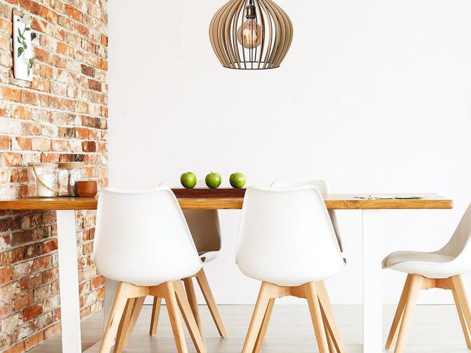 Lustra din lemn lumina casei tale - Un articol despre lustre din lemn, aplice din lemn si lampi pentru noptiera