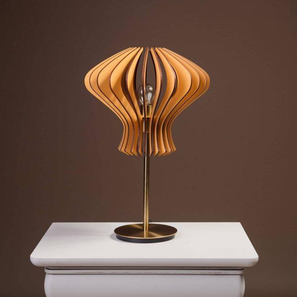 Lampa maro din lemn pentru birou 100% produsa in Romania