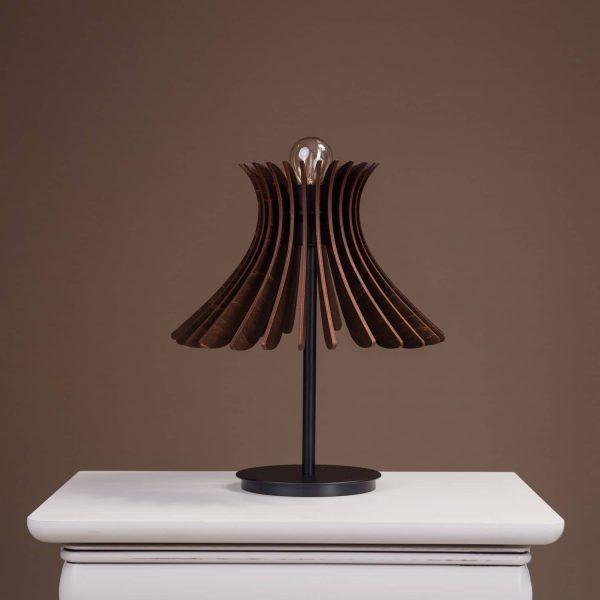 Lampa moderna pentru masa 100% produsa in Romania. Lampi de masa mici si moderne si lampi de noptiera moderne.