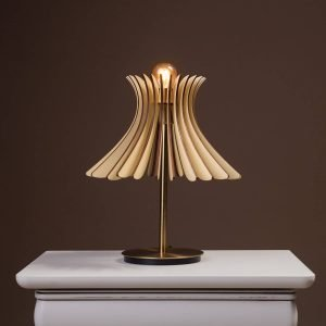Lampa de birou handmade 100% produsa in Romania. Avem lampi de birou mici si lampi de birou mari. Lampi de noptiera ieftine.